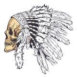 Crânio do estilo de Dotwork com o chapéu indiano da pena Arte do vetor do Grunge Fotos de Stock Royalty Free