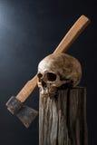 Crânio e machado Imagens de Stock Royalty Free