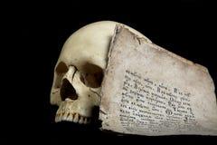 Crânio e manuscrito Foto de Stock