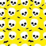 Crânio engraçado, bastão, o Dia das Bruxas, teste padrão sem emenda, fundo amarelo ilustração do vetor