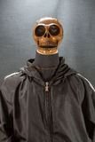 Crânio humano em um fundo preto dia do Dia das Bruxas ou festival de Ghost, Ghost no terno Fotos de Stock