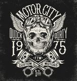 Crânio ilustrado da motocicleta com capacete e óculos de proteção Disposição da tipografia do vintage ilustração do vetor