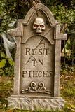 Crânios e decorações de Dia das Bruxas fotos de stock royalty free