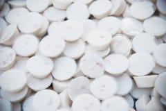 Crème anglaise thaïlandaise de lait doux de noix de coco de dessert dans la petite tasse en plastique Images stock