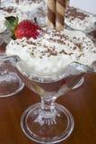 Crème avec la fraise Photos stock