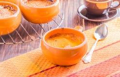 Crème brulée dans un style naïf Image stock