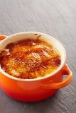 Crème-brulée in un cocotte Fotografia Stock Libera da Diritti