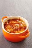 Crème-brulée in un cocotte Fotografia Stock