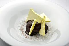 Crème de chocolat de dessert avec la meringue 2 Image libre de droits