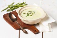 Crème de potage d'asperge image stock
