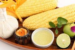 Crème de recette - acné Manteau avec le jus de citron, le maïs et les blancs d'oeuf Photos stock