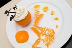 Crème fouettée dans l'orange Images libres de droits
