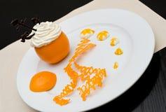 Crème fouettée dans l'orange Photo libre de droits