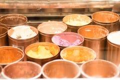 Crème glacée assortie dans une boîte image libre de droits