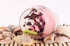 Crème glacée avec des coquillages image libre de droits