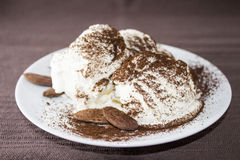 Crème glacée avec l'amande Images stock