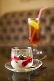 Crème glacée délicieuse de dessert ou, faite à partir des baies fraîches Image stock
