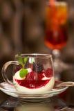 Crème glacée délicieuse de dessert ou, faite à partir des baies fraîches Images libres de droits
