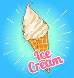 Crème glacée d'isolement savoureuse colorée à un fond de turquoise Le cône croquant de gaufrette a rempli de la crème blanche et  Photographie stock libre de droits