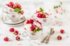 Crème glacée d'ondulation de framboise Photo libre de droits