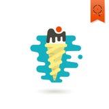 Crème glacée dans un cône avec une cerise Image stock
