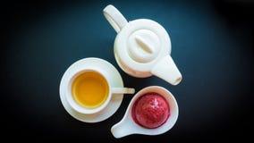 Crème glacée de baie avec le thé Images libres de droits