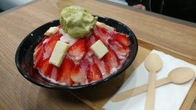 Crème glacée de Coréen de fromage fondu de fraise images stock