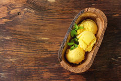 Crème glacée de mangue Image stock
