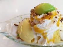 Crème glacée de mangue Image libre de droits