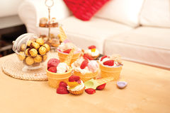 Crème glacée et chocolats  Photo stock