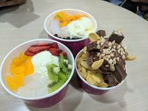 Crème glacée et fruit délicieux photographie stock