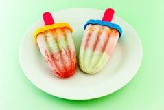 Crème glacée faite maison de fruit avec un bâton Photo stock