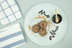 Crème glacée lisse soyeuse du chocolat trois image stock