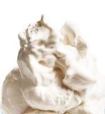 Crème glacée mou de vanille dans la cuvette bleue d'isolement au-dessus de Backgrou blanc Photo libre de droits
