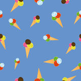 Crème glacée sans couture de modèle sur le fond bleu Photographie stock