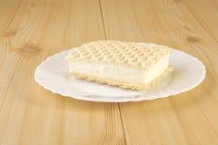Crème glacée sur des gaufres Image libre de droits