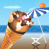 Crème glacée sur la plage Photographie stock libre de droits