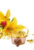 Crème hydratante de luxe de visage avec des chocolats Photo stock