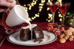 Crème sur un pudding de Noël Photo libre de droits