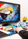 Créateur au travail. Échantillons de couleur. image stock
