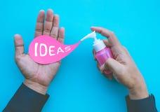 Créativité d'affaires avec le jeune homme faisant des idées représentation et solution images libres de droits