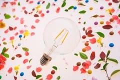 Créativité d'ampoule et nouveau concept d'idées photo stock