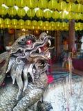 Créatures mythiques chinoises sur des encensoirs photo libre de droits