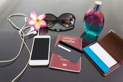 Crédito vazio ou empy ou cartão de crédito e smartphone com backgroun Fotos de Stock