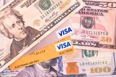 Crédito y tarjetas de débito de la visa y del electrón de la visa Imágenes de archivo libres de regalías