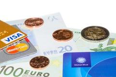 Crédito y tarjetas exentas de impuestos en billetes de banco euro Imagen de archivo libre de regalías