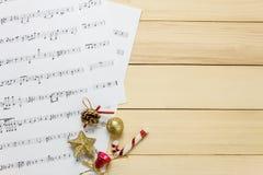 Créez le papier de note de feuille de musique par me Feuille de musique de vue supérieure pas Image stock