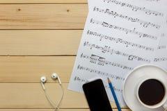 Créez le papier de note de feuille de musique par me Feuille de musique de vue supérieure pas Photo stock