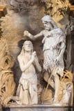 CRÉMONA, ITALIA, 2016: La estatua del bautismo de Cristo en los di Santa Agata de Chiesa a partir del 19 centavo por el artista d Imagenes de archivo