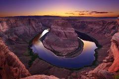 Crépuscule à la courbure en fer à cheval en page, Arizona, Etats-Unis photo stock